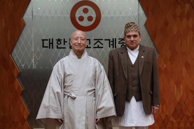 驻大韩民国尼泊尔大使礼访总务院长雪靖法师