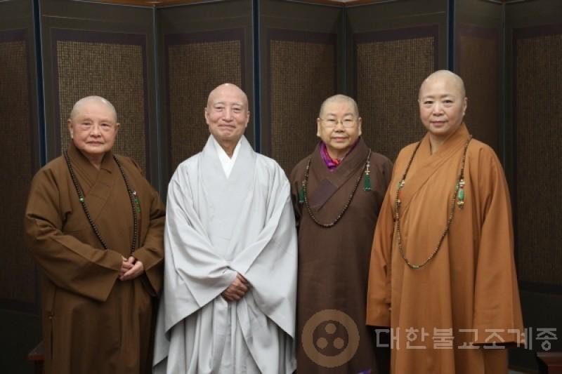台湾世界佛教比丘尼代表团礼访总务院长雪靖法师