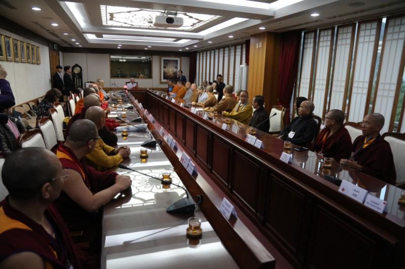 佛诞节海外佛教领导礼访总务院长。