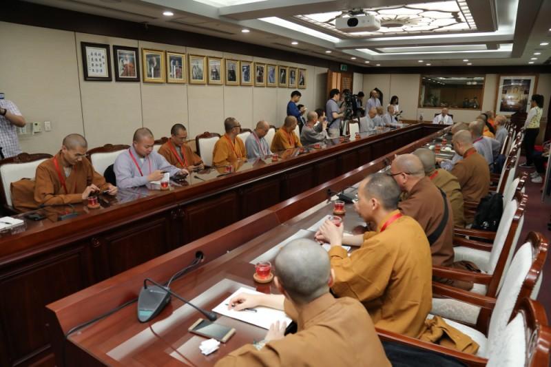 中国佛教协会考察团礼访总务院长