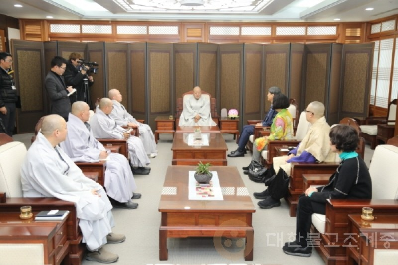 佛历2562 12月 18号(周二)驻巴基斯坦大韩民国大使礼访总务院长。