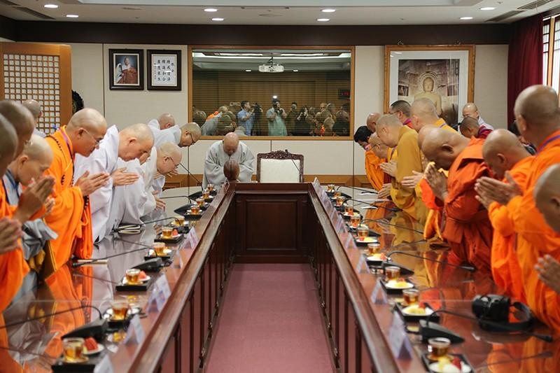 世界佛敎领导礼访总务院长