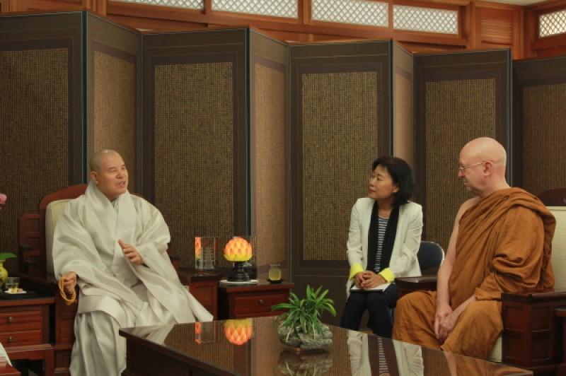 阿姜·布拉姆法师礼访曹溪宗总务院长